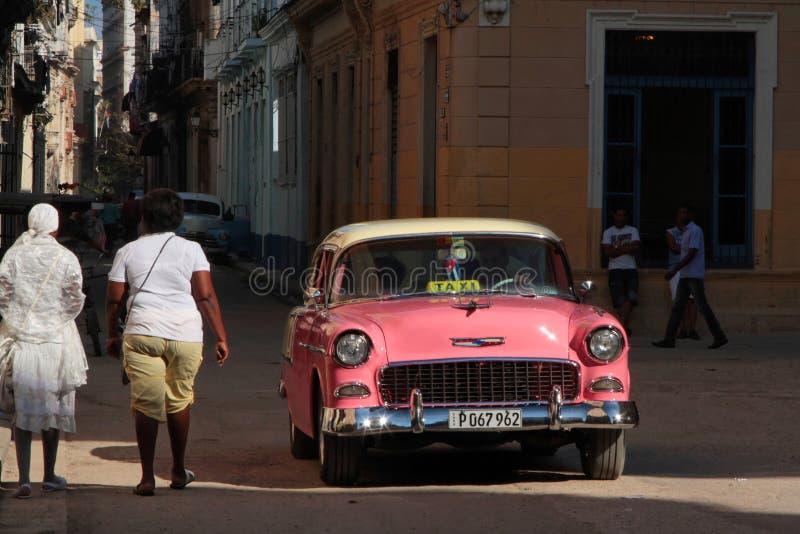 Vieille voiture américaine classique dans les rues de La Havane photos libres de droits