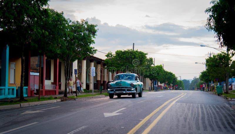 Vieille voiture américaine dans Vinales image stock