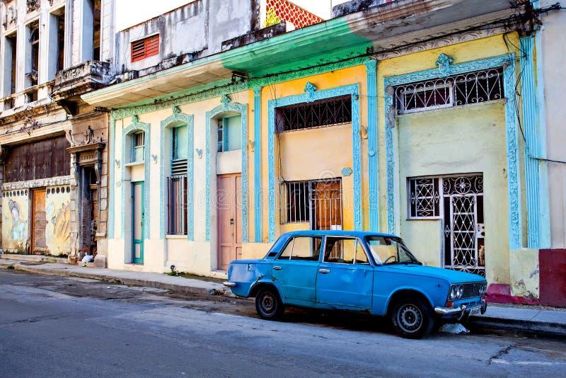 Vieille voiture dans les rues de vieille La Havane, Cuba photo stock