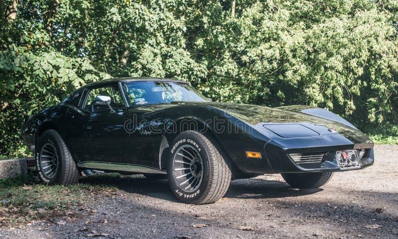 Vieille voiture de Corvette d'Américain photographie stock libre de droits