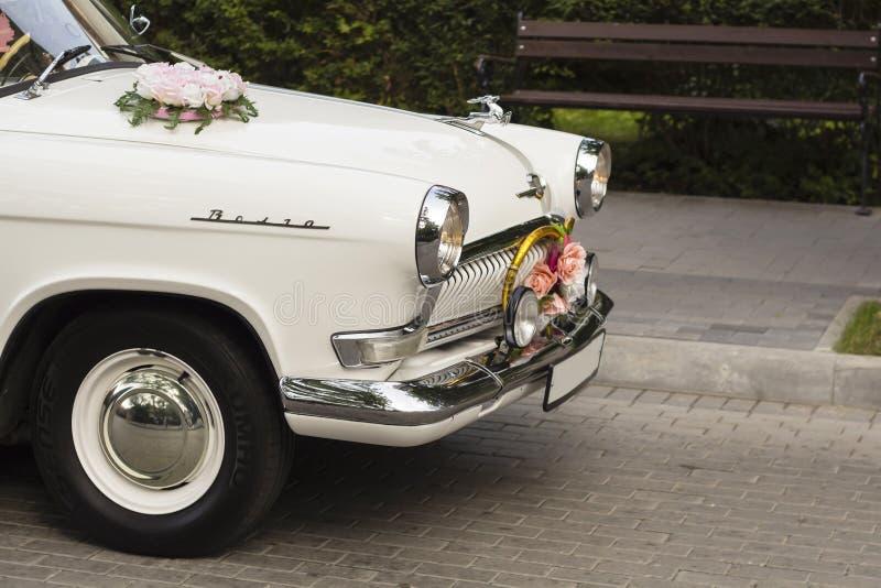 Vieille voiture du Soviétique GAZ-21 Volga au festival de rétros voitures photographie stock libre de droits