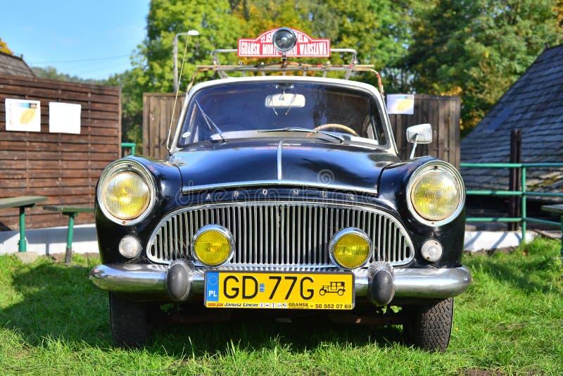 Vieille voiture fran aise classique image stock ditorial for Salon vieilles voitures