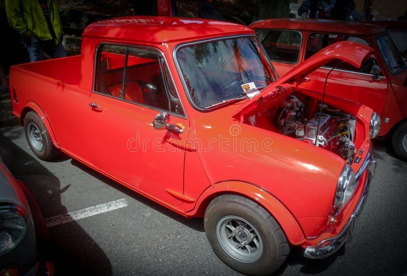Vieille voiture intéressante au salon automobile photo libre de droits