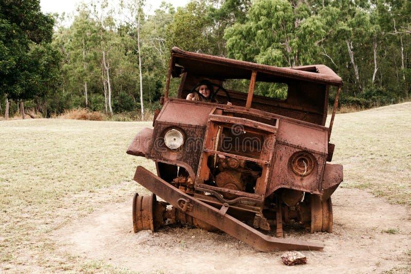 Vieille voiture rouillée photographie stock libre de droits