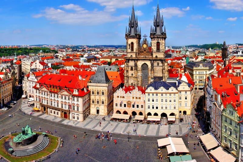Vieille vue de place, Prague image stock