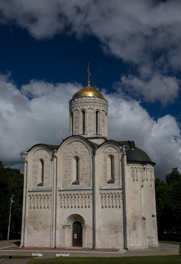 Vieilles églises orthodoxes russes dans Vladimir et Suzdal avec la croix dans le jour d'été images stock