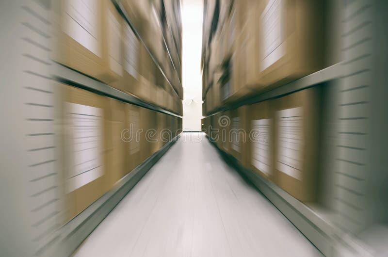 Vieilles archives, vieux fichiers d'archives, salle d'entreposage d'archives photo libre de droits