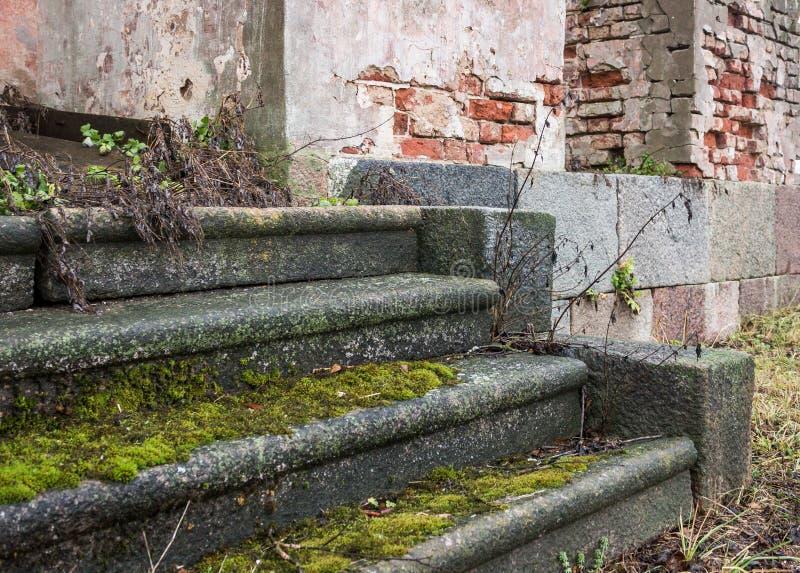 Vieilles bandes de roulement d'escalier en pierre photographie stock libre de droits