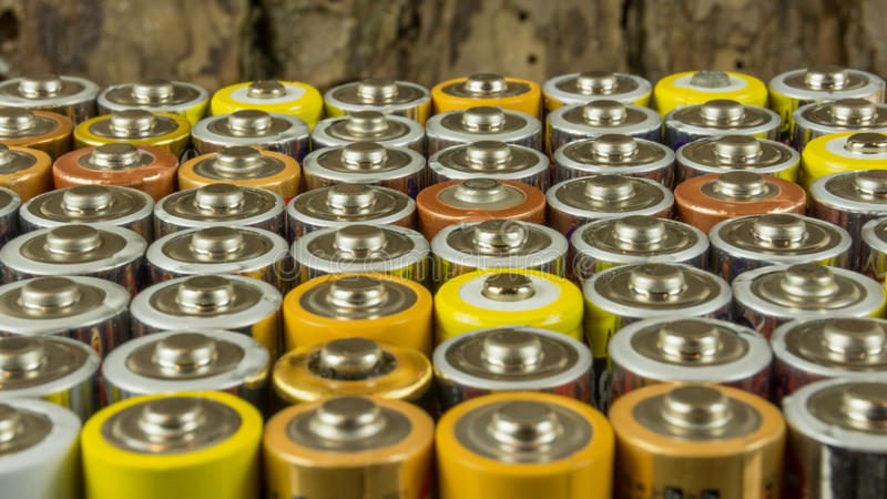 Vieilles batteries pour la réutilisation images libres de droits