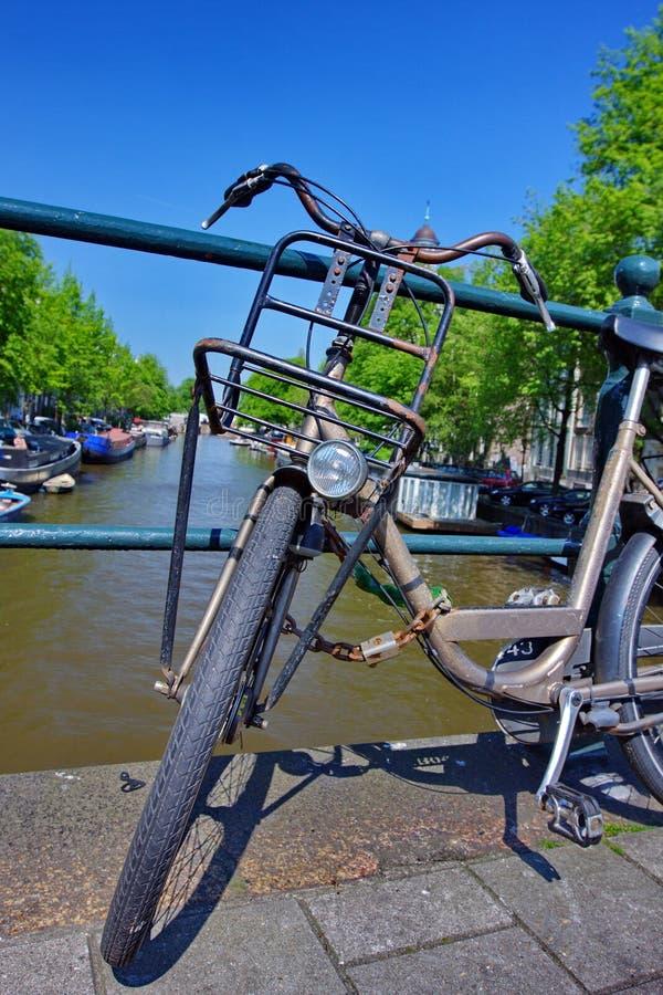 Vieilles Bicyclettes à Amsterdam Photos stock