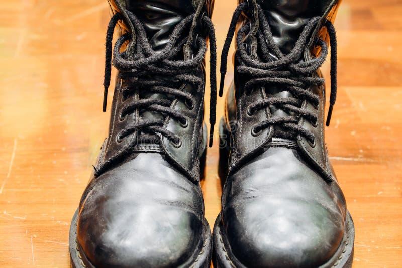 Vieilles bottes noires photos libres de droits