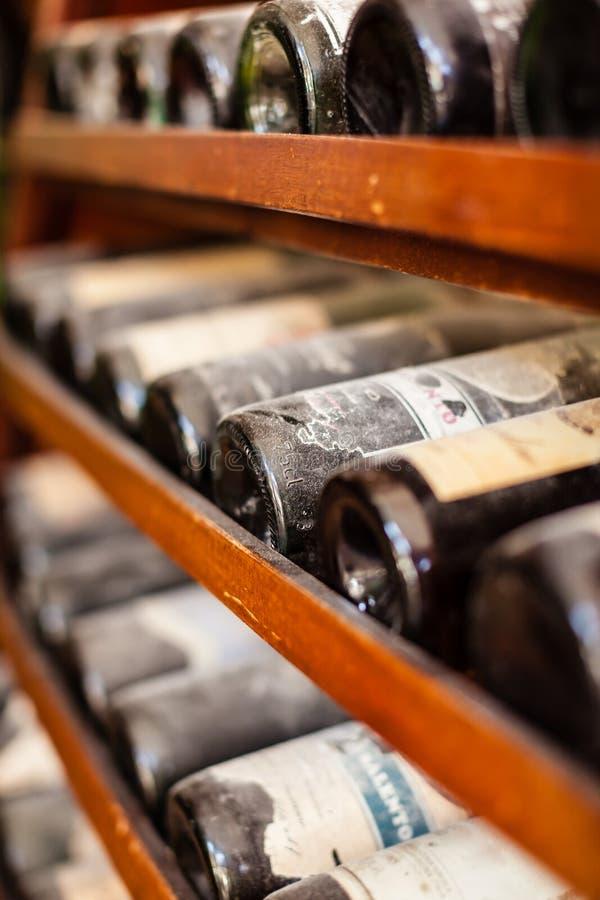 Vieilles bouteilles photographie stock libre de droits