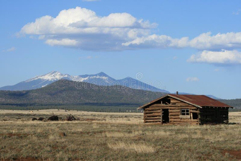 Vieilles cabine et montagne de logarithme naturel photo for Cabine remote fumose montagne