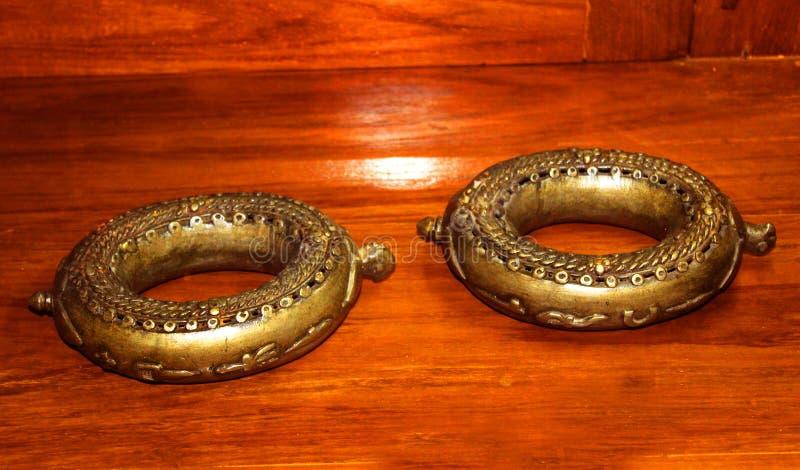 Vieilles chaînes de cheville dans le musée au complexe de palais de maratha de thanjavur photo stock