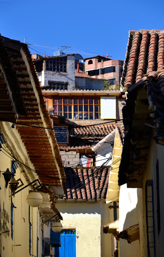 Vieilles Chambres coloniales dans Cuzco Pérou images stock