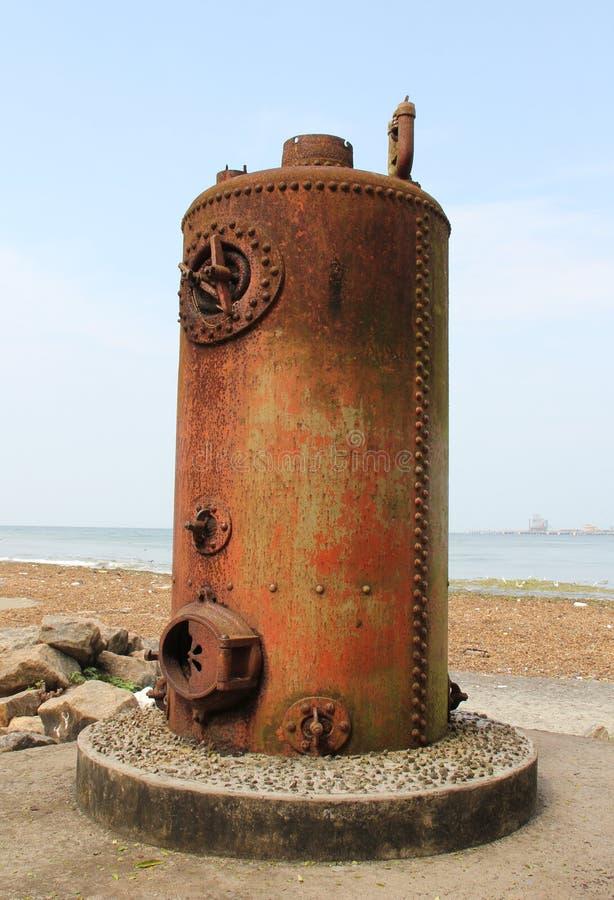Vieilles chaudières à vapeur utilisées pour des grues dans le port de Kochi image stock