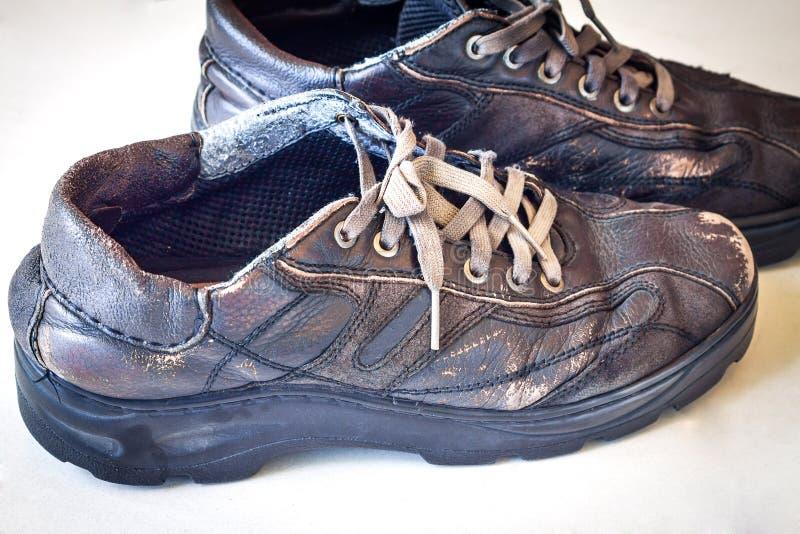Vieilles chaussures de sport photographie stock libre de droits