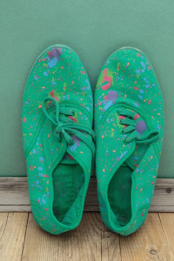 vieilles chaussures vertes photographie stock libre de droits