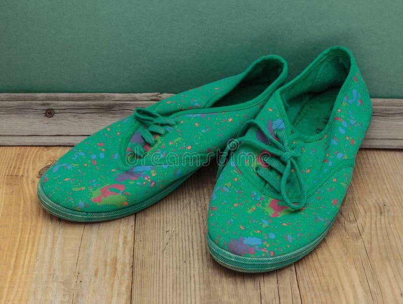vieilles chaussures vertes photo libre de droits
