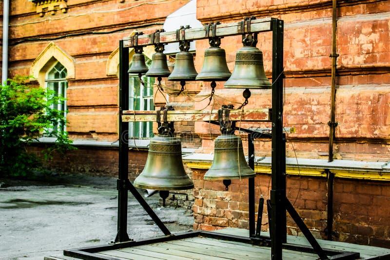 Vieilles cloches d'?glise Photo des cloches de cuivre orthodoxes antiques photographie stock libre de droits