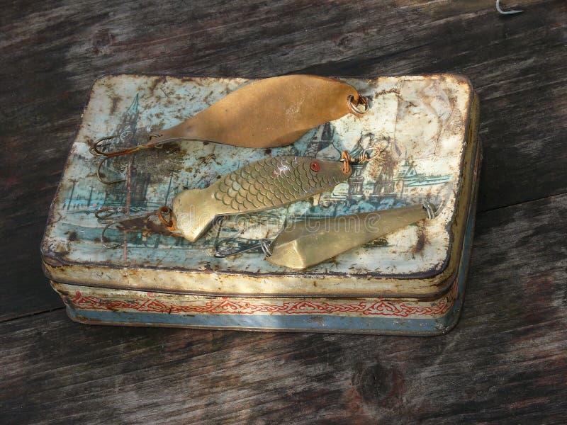 Vieilles cuillère-amorces pour la pêche photos stock