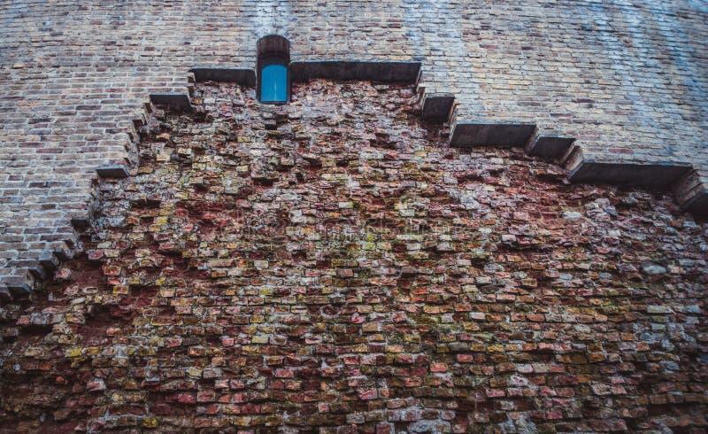 Vieilles et nouvelles briques photos libres de droits