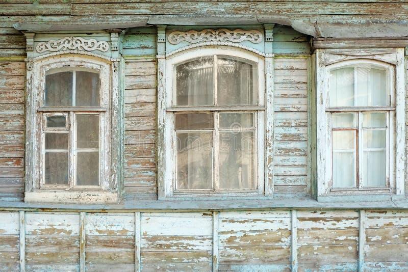 Vieilles fen tres de maison russe traditionnelle en bois for Fenetre bois traditionnelle