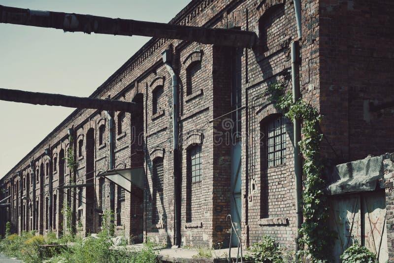 Vieilles ferronneries d'usine images stock