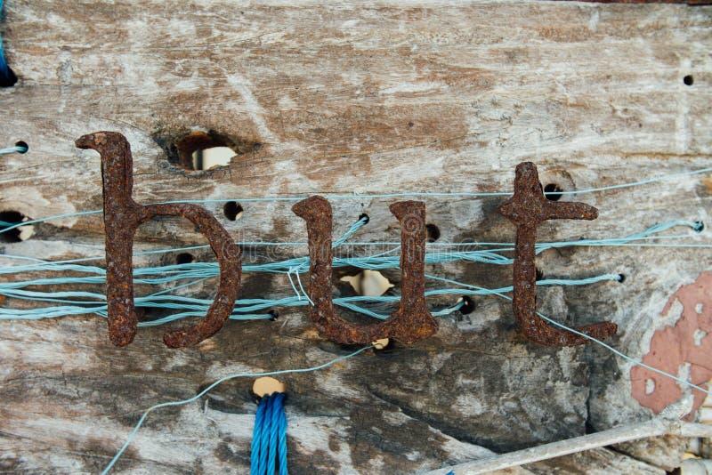 Vieilles lettres de fer L'enseigne de vintage avec le texte de la corrosion de fer marque avec des lettres des signes photographie stock
