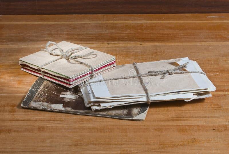Vieilles lettres et photo photographie stock