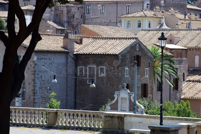 Vieilles maisons à Rome près de Roman Forum images libres de droits