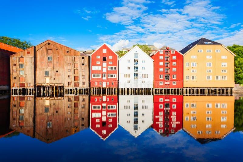 Vieilles maisons à Trondheim photos libres de droits