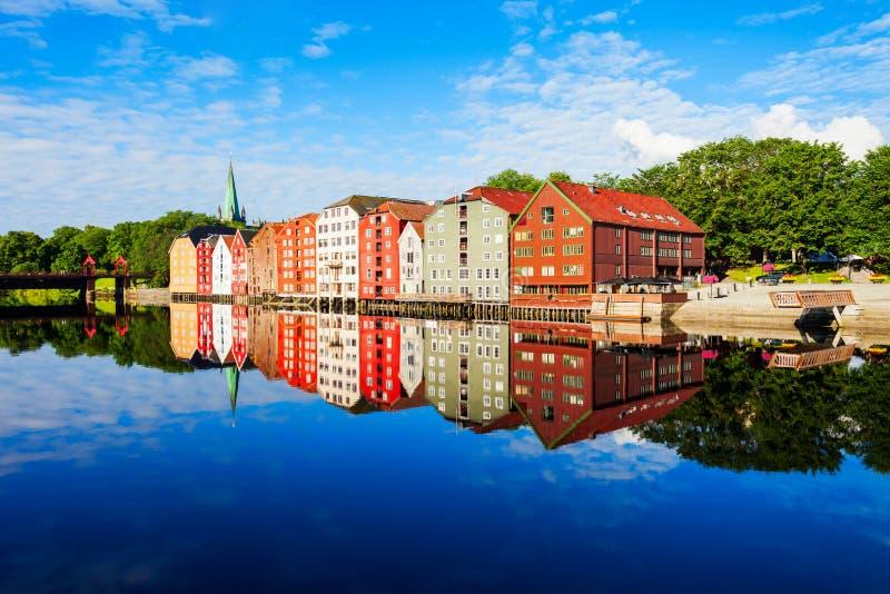 Vieilles maisons à Trondheim images libres de droits