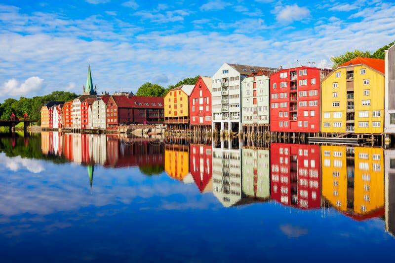 Vieilles maisons à Trondheim photographie stock