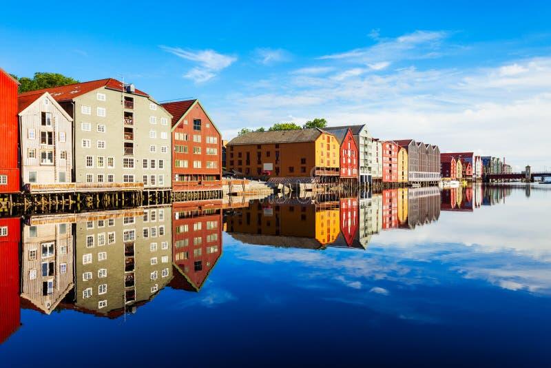 Vieilles maisons à Trondheim photo libre de droits