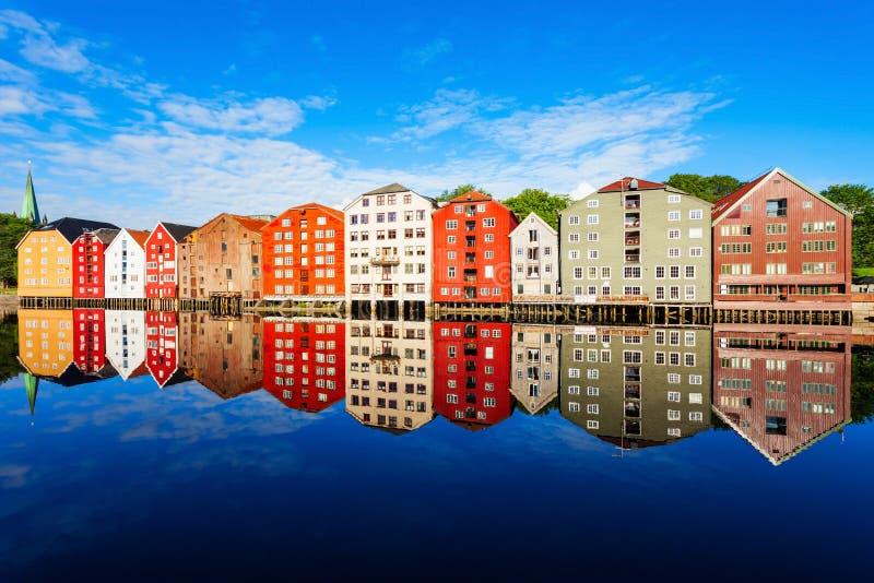 Vieilles maisons à Trondheim image stock