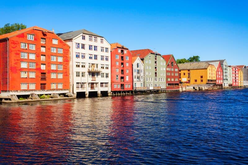 Vieilles maisons colorées, Trondheim image libre de droits