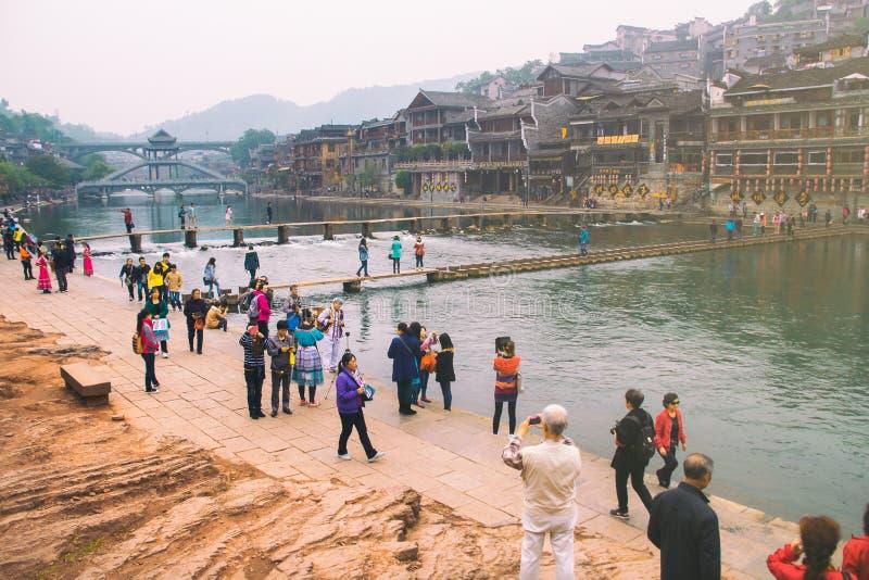 Vieilles maisons dans le comté de Fenghuang le 22 octobre 2013 dans Hunan, Chine La ville antique de Fenghuang a été ajoutée au m images stock
