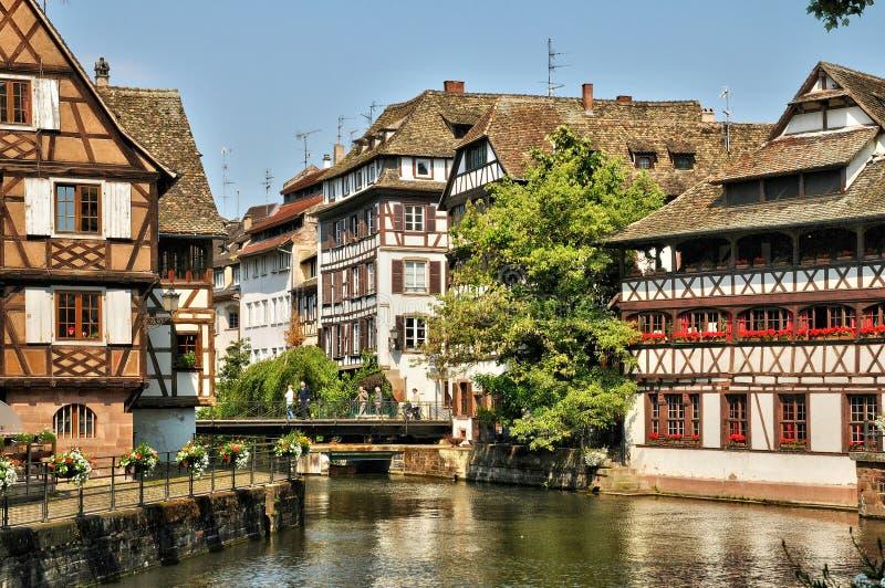 Vieilles maisons dans le secteur de la La Petite France à Strasbourg photo libre de droits