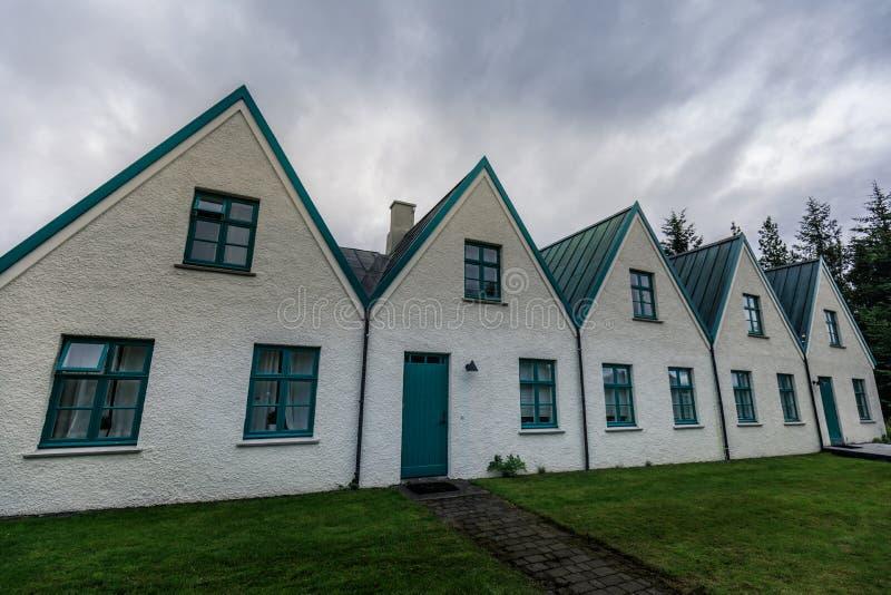 Vieilles maisons de gouvernement islandic en parc national de Pingvellir images libres de droits