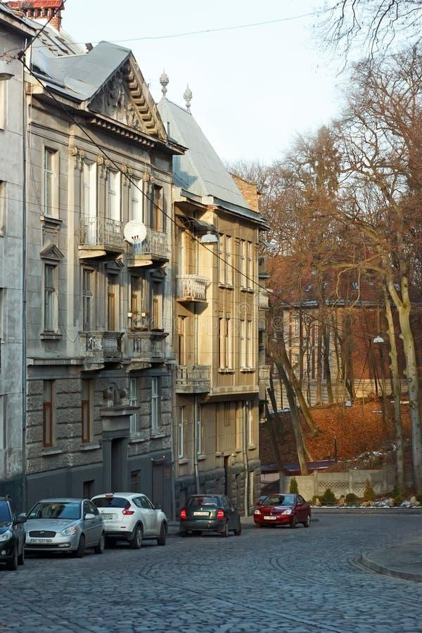 Vieilles maisons de logement à Lviv, Ukraine images stock