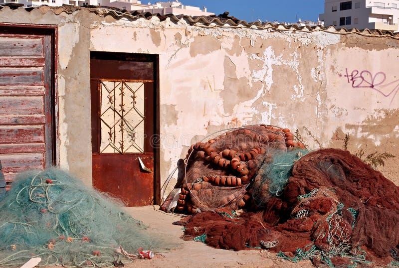 Vieilles maisons de pêcheurs traditionnelles de Quarteira, Algarve - Portugal images libres de droits