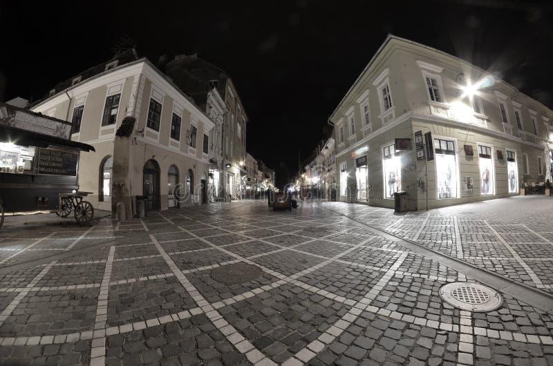 Vieilles maisons et vieille rue sur le transilvania images libres de droits