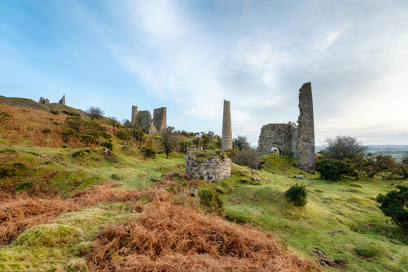Vieilles mines de cuivre sur la colline de Caradon dans les Cornouailles images stock