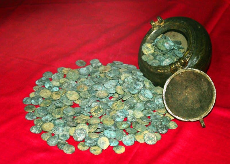 Vieilles pièces de monnaie de roi rajarajan dans le musée au complexe de palais de maratha de thanjavur photographie stock