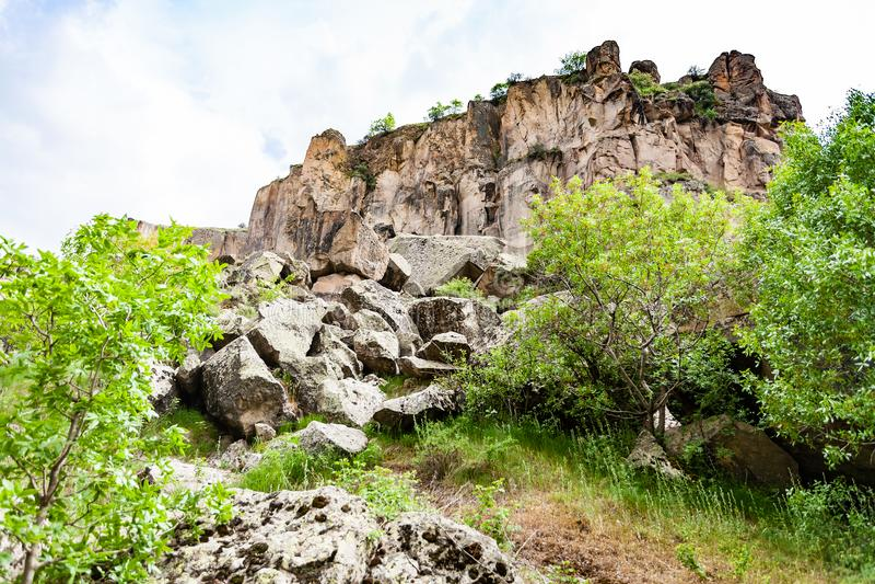 vieilles pierres volcaniques en gorge de vallée d'Ihlara images stock