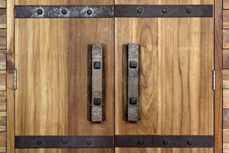Vieilles poignée de porte et serrure de porte antiques photographie stock libre de droits