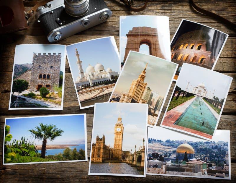 Vieilles rétros images et caméra sur le concept en bois de collage de voyage de photographie de globe-trotter de table photos stock