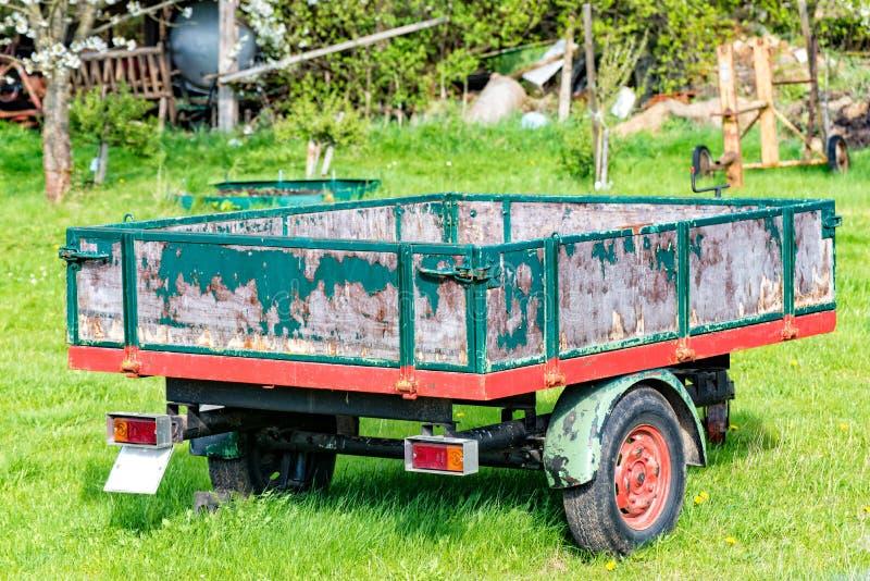 Vieilles remorques de tracteur de bois photo libre de droits