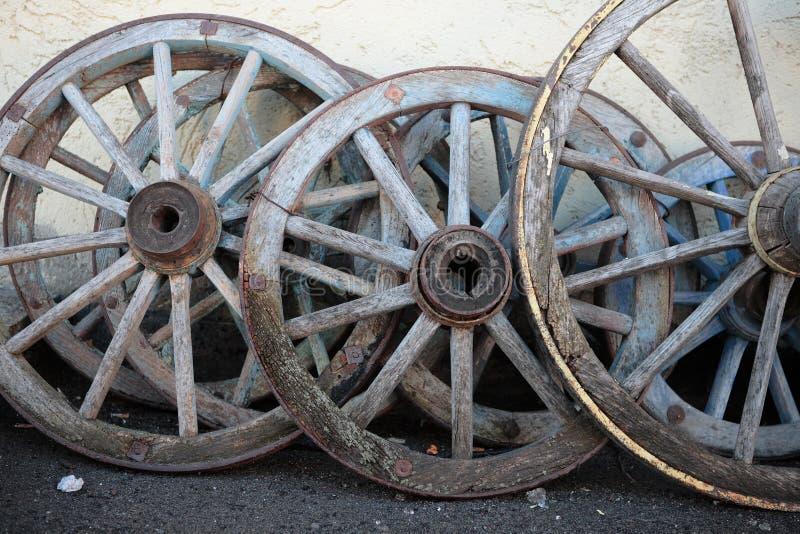 Vieilles roues en bois images libres de droits